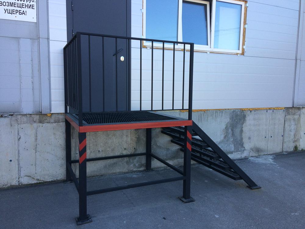 металлическая уличная лестница