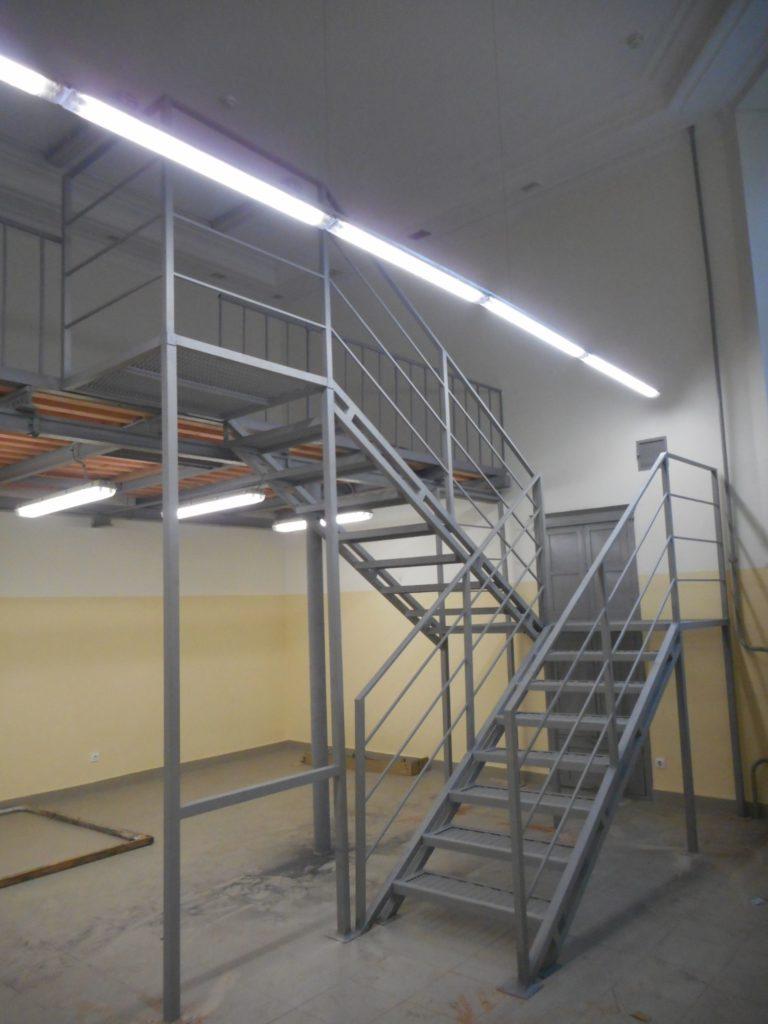 лестница металлическая внутренняя, заказать лестницу по низкой цене