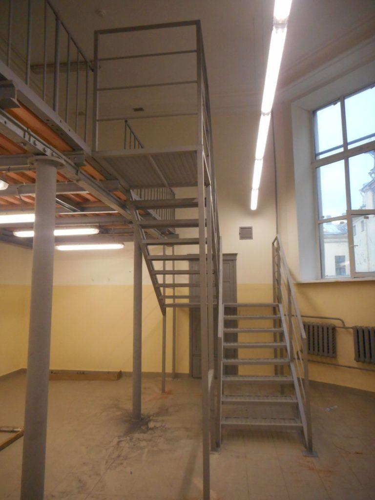 Монтаж внутренней лестницы, производство металлических лестинц