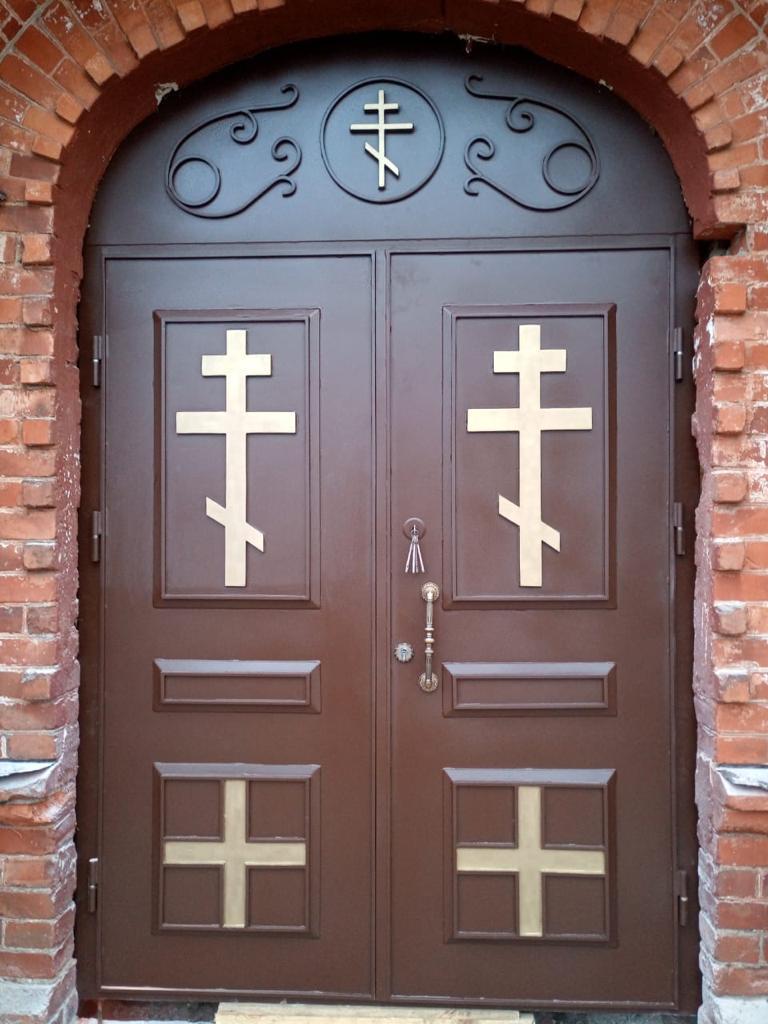 металлическая дверь в храм в пос.Марья