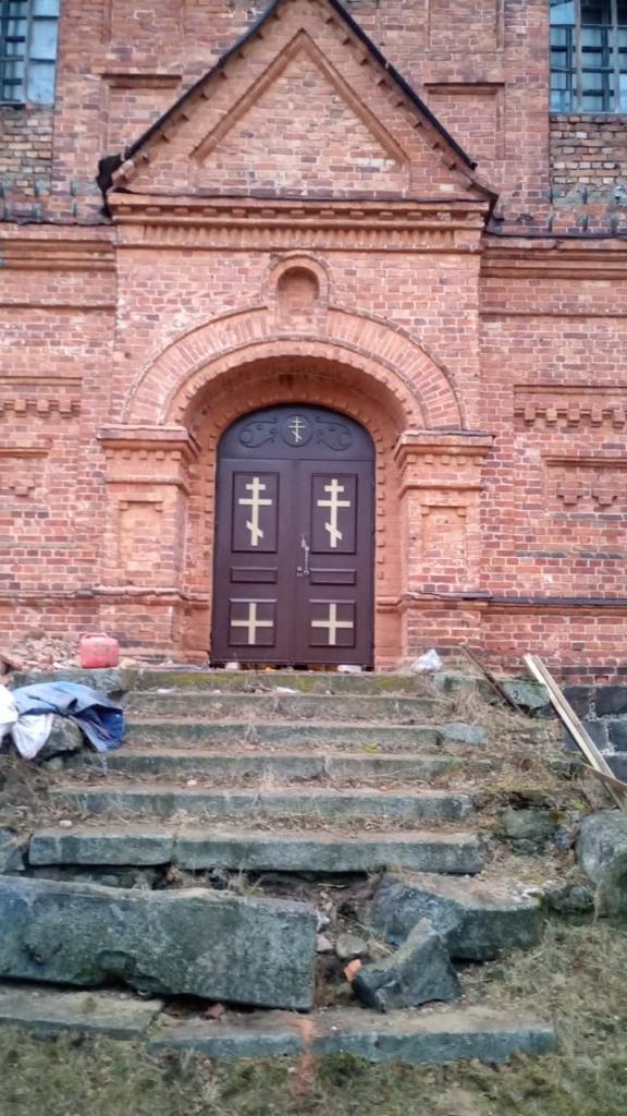 двери храм в пос.Морья