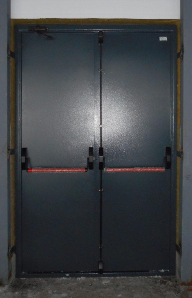 Противопожарная дверь с замковой системой Антипаника