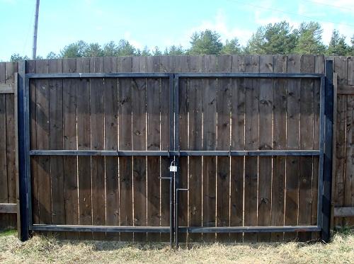 ворота садовые зашитые доской, внутренняя сторона ворот, заборы из досок, ворота для дачи или коттеджа, дешевые красивые ворота спб